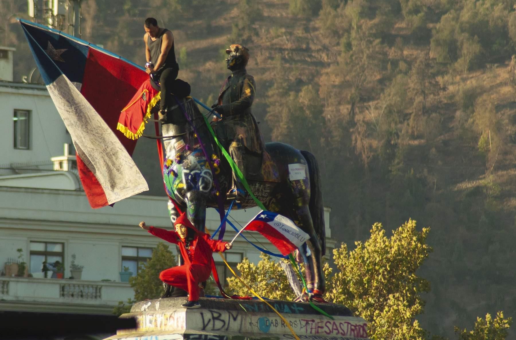 Consejo de Monumentos Nacionales decide retirar monumento de Baquedano