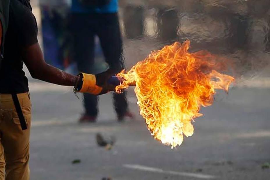 Condena bomba molotov