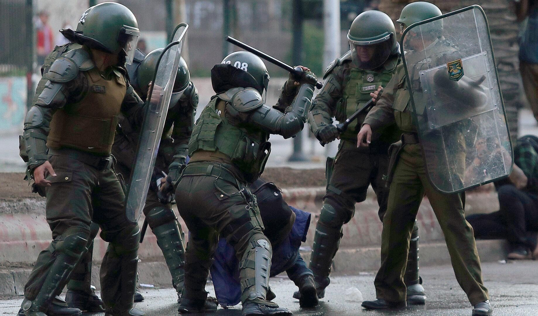 Detienen a 3 Carabineros acusados de tortura durante estallido social en Peñalolén