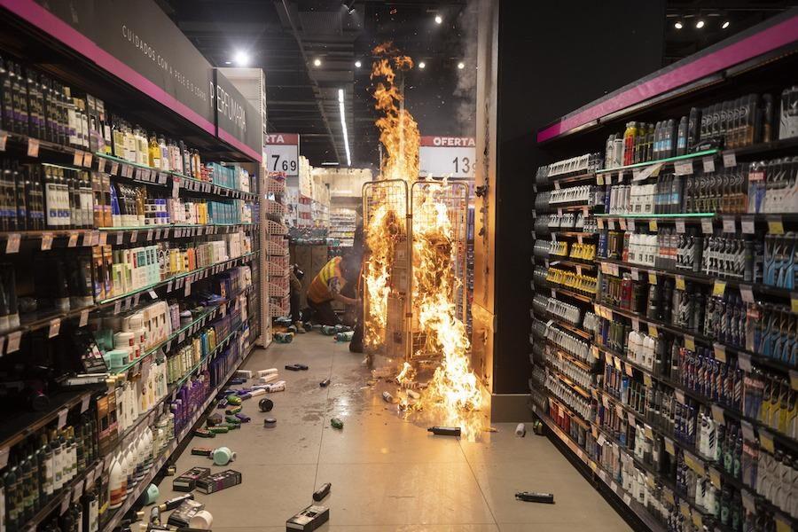 [VIDEO] Protestas en Brasil tras brutal muerte de hombre negro en un supermercado.