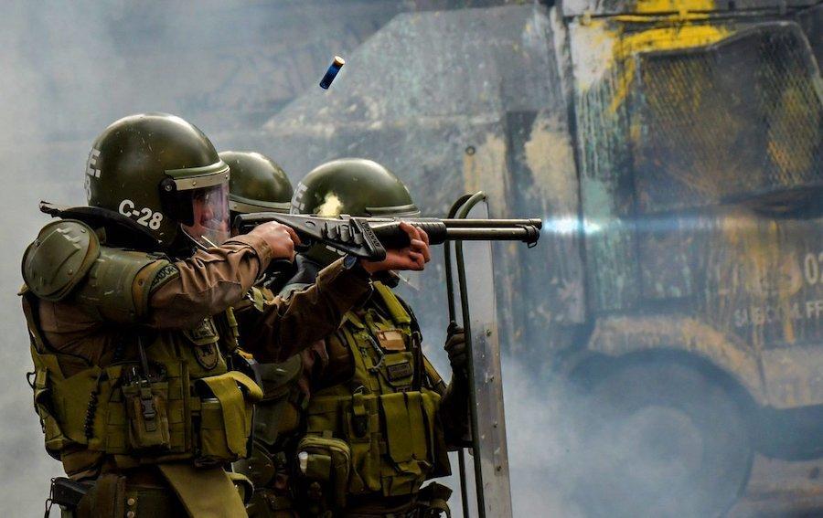 Rechazo a Carabineros llega a 65%, según Monitor de Seguridad de Chile 21