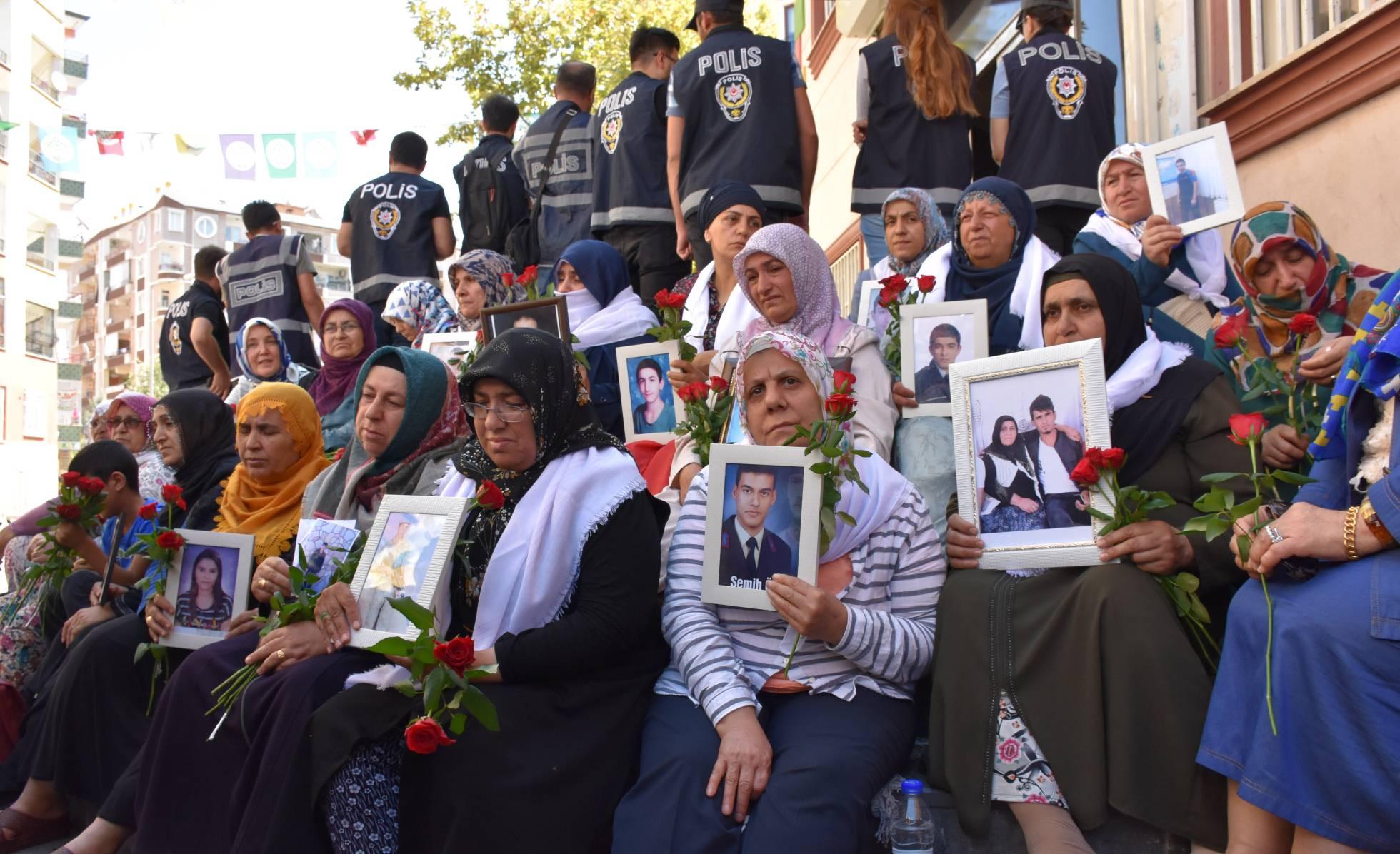 Las madres coraje que dan la cara a la guerrilla RKK